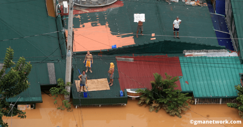 These residents were on the top of their roofs begging for food and water, Ondoy typhoon