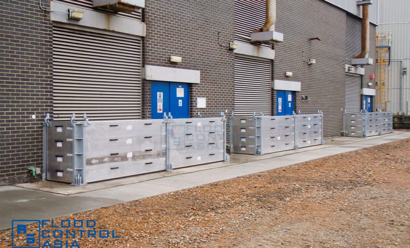 The flood panels can be installed around 90-degree corners to accommodate the site's special requirements.