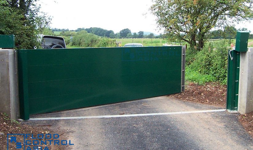 The Lift-Hinged Floodgate can also serve driveways, where entry points usually reach a length of more than 1.00 meter.