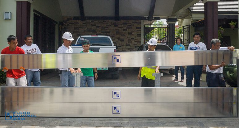 Flood Control Asia RS Installing the flood control RS demountable barriers