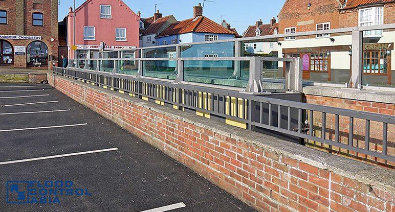 Glass-flood-barriers-Wells02