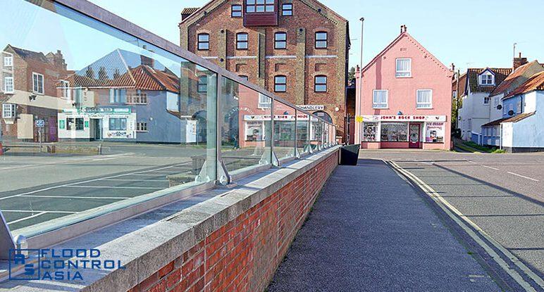 Glass-flood-barriers-Wells04