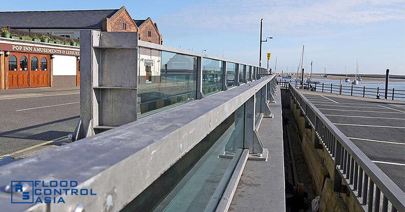 Glass-flood-barriers-Wells05b