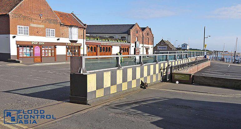 Glass-flood-barriers-Wells06