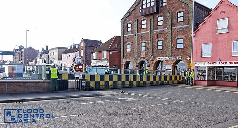 Glass-flood-barriers-Wells08