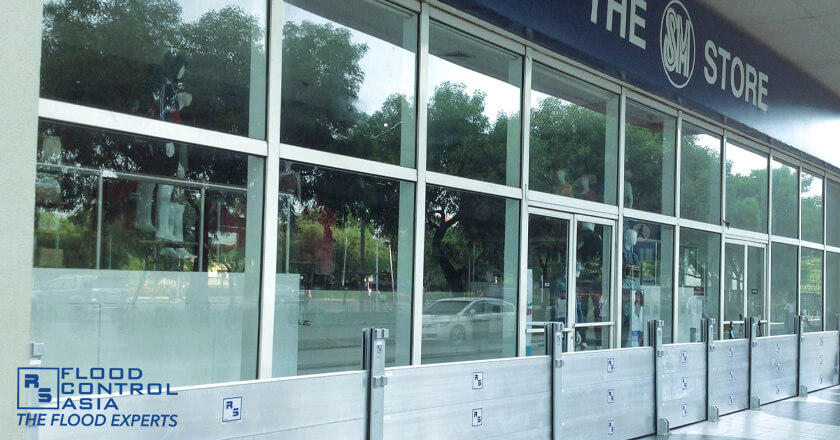 demountable barriers as flood defense for business malls