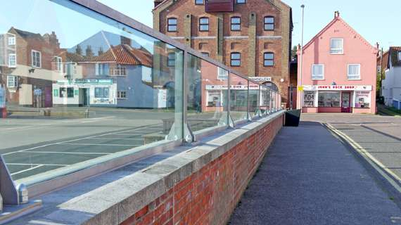 rs glass wall flood barriers